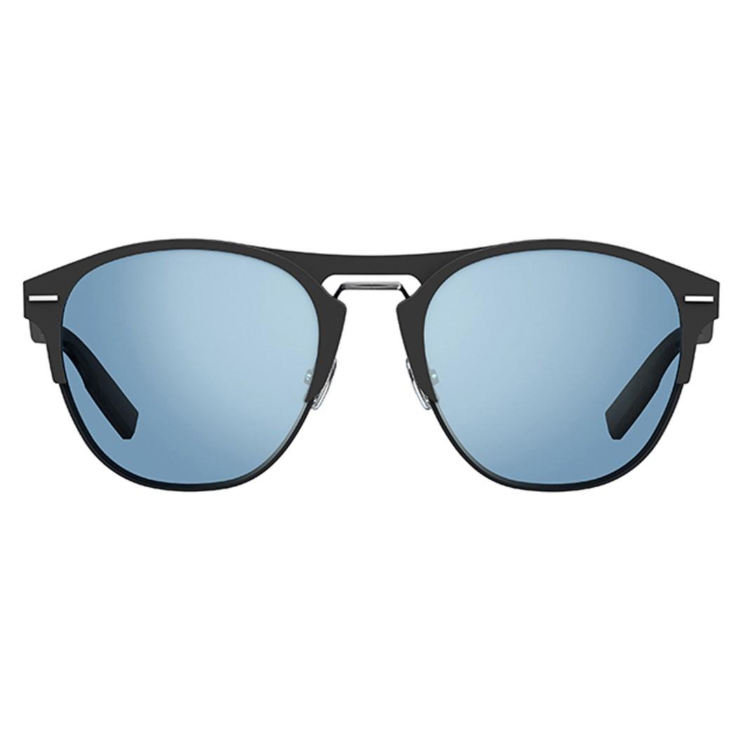 e29f2b3617ff9 O oculos de sol Dior Homme Chrono tem formato aviador, com face em acetato  preto e detalhes em metal Suas lentes azuis garantem 100 de protecao contra  os ...