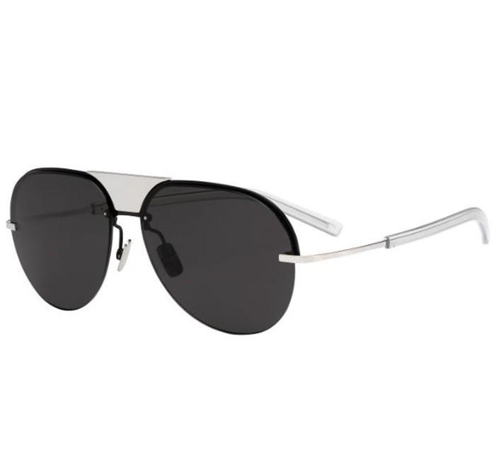 d6b9461fc6096 Os oculos de sol Dior Homme Scale tem formato aviador em metal titânio  prata e conta com lentes cinzas que garantem 100 protecao contra os raios UV