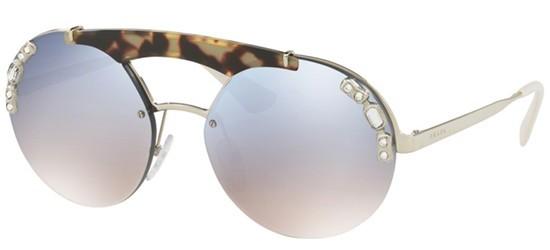 ce8539270c9a3 Oculos de sol Prada Absolute Ornate SPR 52US tem armacao redonda produzida  em metal dourado