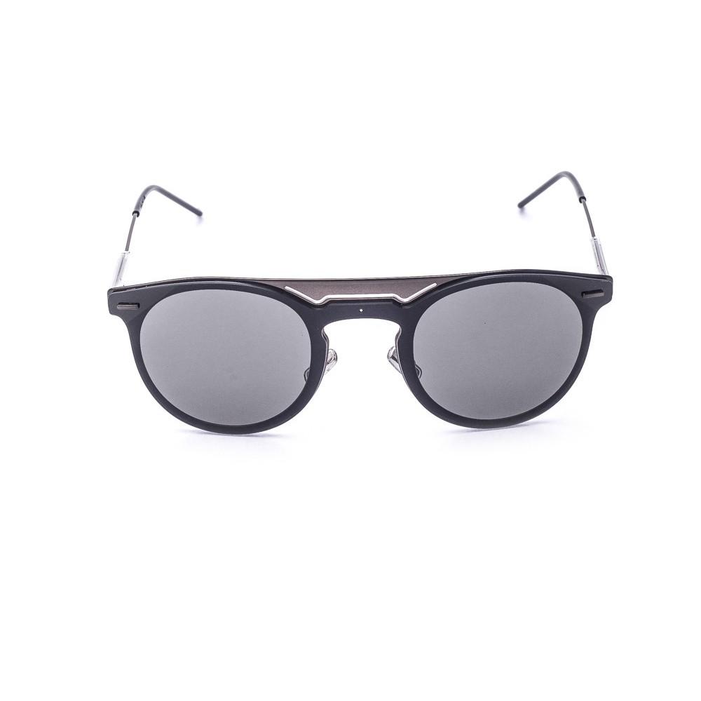 Os oculos de sol da grife Dior sao caracterizados pelo formato  inconfundivel e acabamentos da melhor qualidade A peca 0211 e produzido em  metal grafite com ... 4007e79bfc65